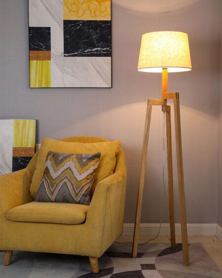 Đèn cây đứng gỗ góc sofa phòng khách hiện đại