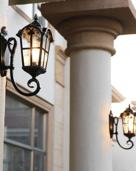 Đèn gắn tường trang trí ngoài trời
